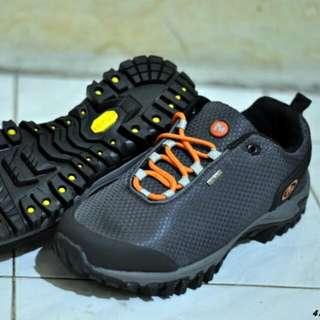 Sepatu Outdoor Goartex Merrel