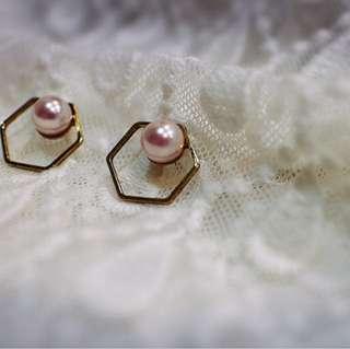 Tentez Bijoiterie古風首飾專賣店 獨家手作設計 簡約包浩斯 鏤空六角珍珠耳環(櫻花粉)針式夾式