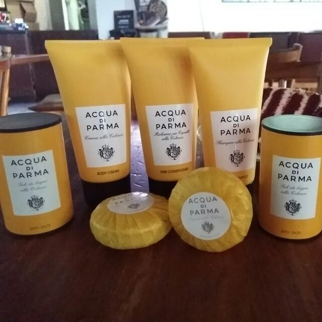 Acqua Di Parma  Made In Italy  Take All Only 100rb (All New, Msh Segel) Cocok Untuk Travelling Wanginya Elegan  Terdiri Dari : Body Cream 75ml Hair Shampoo 75ml Hair Conditioner 75 Ml Bath Salt 50 Gr (2 Buah) Parfumed Soap (2 Buah)