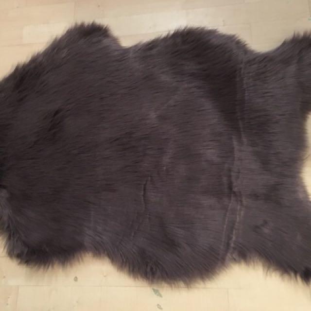 Antique Purple/mauve Faux Fur Area Rug