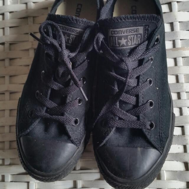 Black Low Cut Converse Chuck Taylors