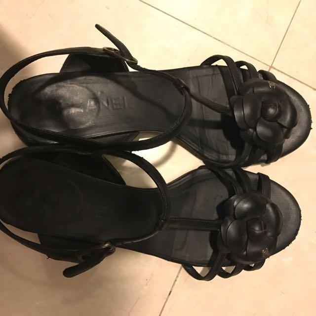 Chanel 山茶花小羊皮涼鞋
