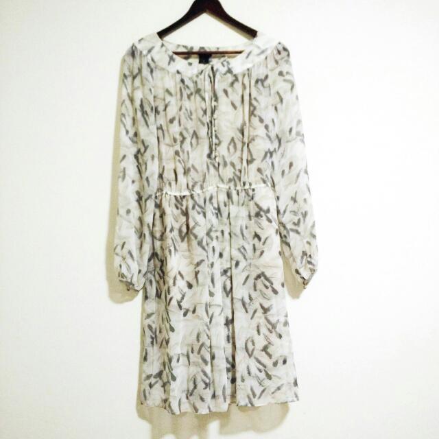Club Monaco Silk Grey Feather Print Dress Size 4