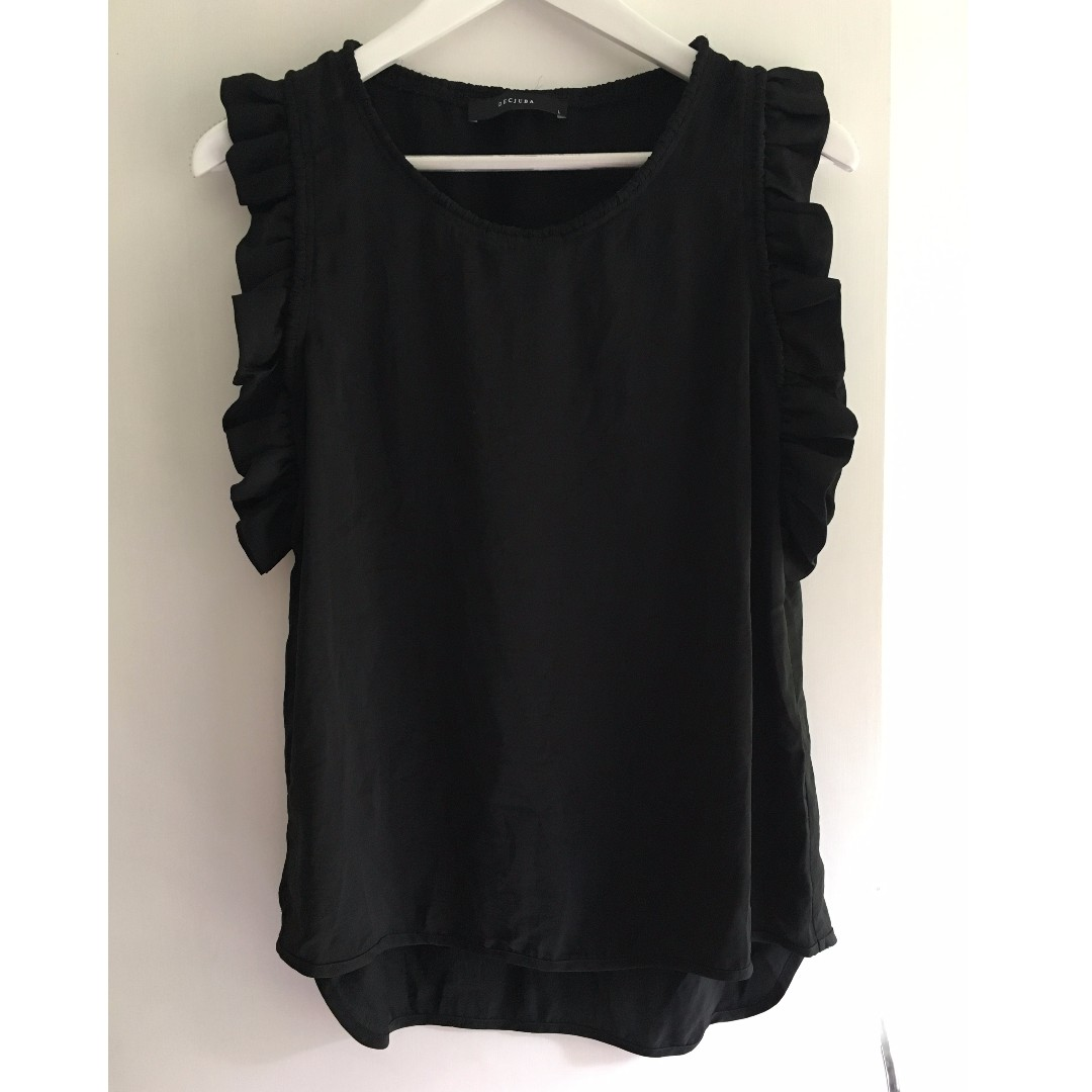 Decjuba Top Size Large Frill Shoulder Great Condition