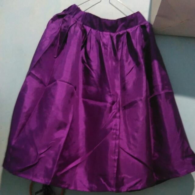 rok warna ungu