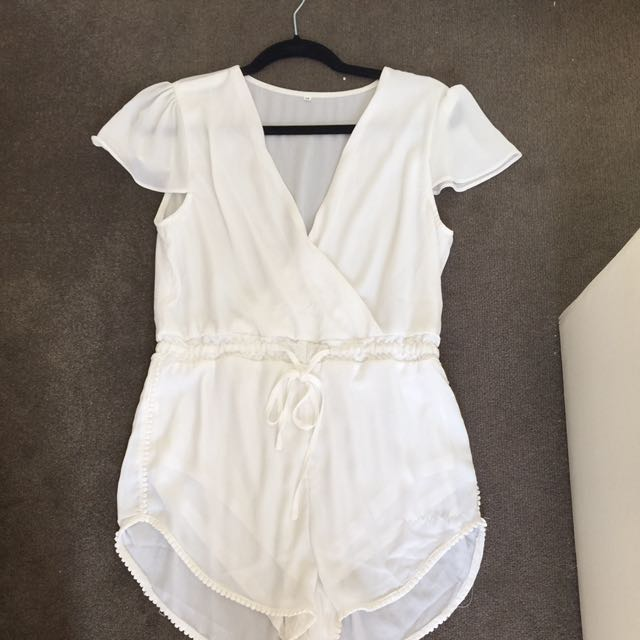 Size M White Jumpsuit With Adjustable Waist And Capped Sleeve