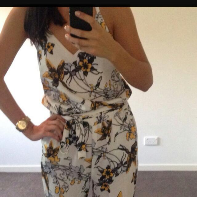 #Vargo printed #jumpsuit. #size8 perfect for race season. Gorgeous yellow and blue #floral Never been worn