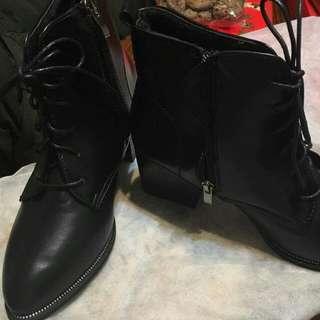 黑色  小尖頭短靴