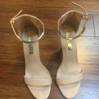 Bellini Gold And Tan Heels Size 7