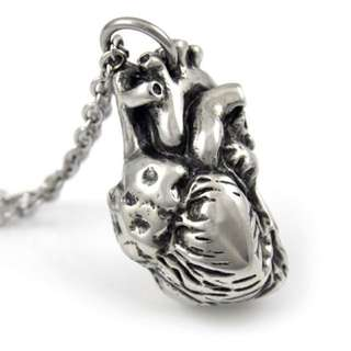 FARJIL ANATOMICAL HEART NECKLACE