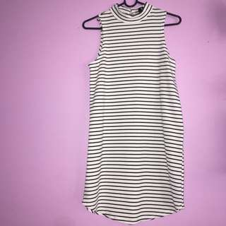 Stripped Mock Neck Lose Body Con Dress