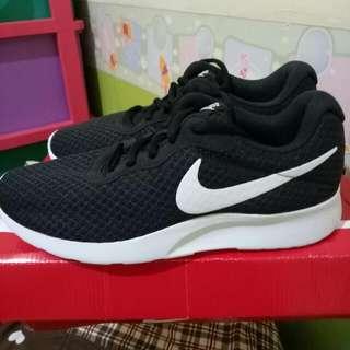 Nike Tanjun in Black size 38 (24cm)