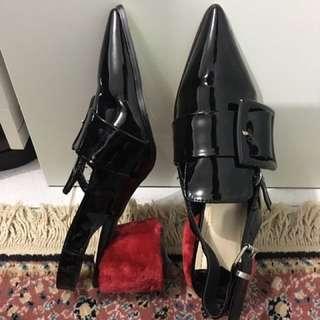 Black Patent Shoes Dengan Furry Heel