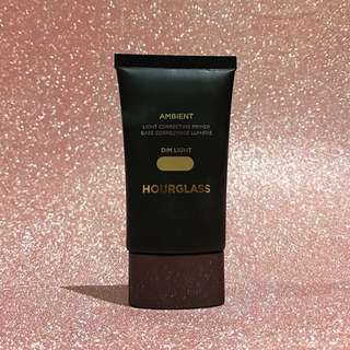 Hourglass Ambient Light Primer in Dim Light
