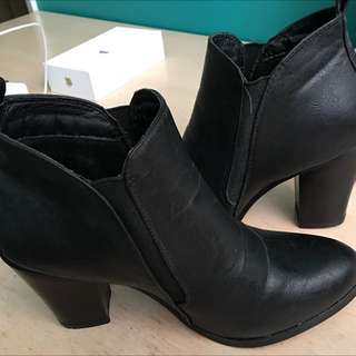Black Booties ~ Size 7