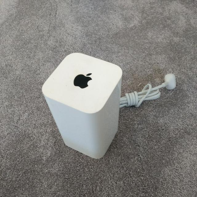 Apple Airport Extreme Wi-fi Base Station Model A152