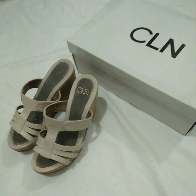 CLN Creme Summer Wedge