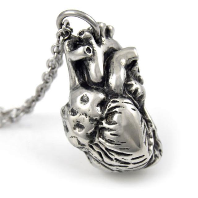 FARJIL ANATOMICAL HEART NECKLACE
