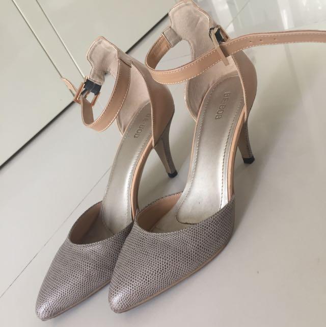 Heels Pendek (7cm)