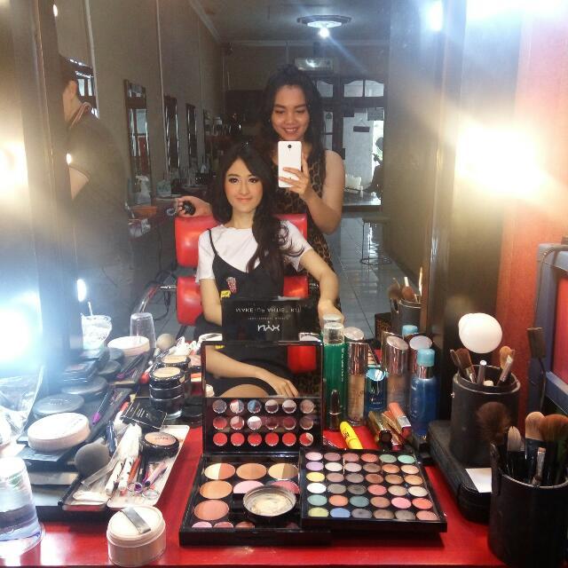 Makeup Wisuda