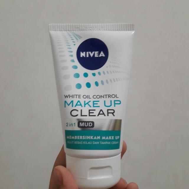 NEW! Nivea White Oil Control Make Up Clear Mud 2in1