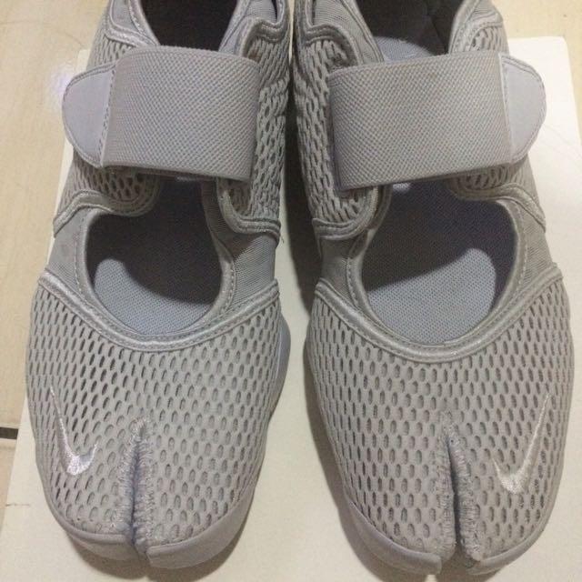 NIKE AIR RIFT魔鬼氈透氣網忍者慢跑鞋(全灰)尺寸-9,原價3600 元全新品/無鞋盒