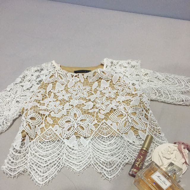 White Embroidery Clothes ( Crop Top And Skirt)