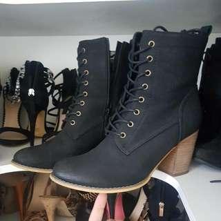 Sz 9 Black Boots