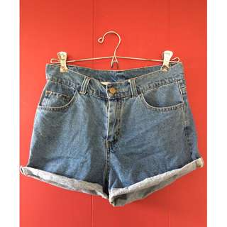 (semi) High waist blue denim shorts