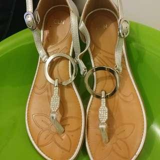 CLN Sandals Size 6