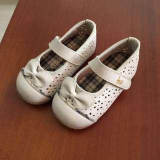 金安德森 簍空雕花娃娃鞋
