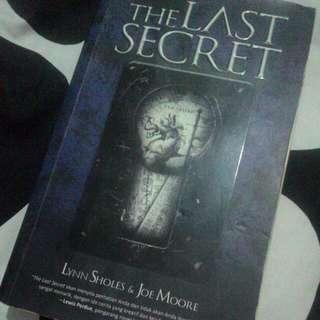 THE LAST SECRET by LYNN SHOLES & JOE MOORE