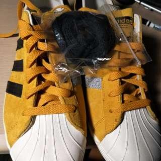 Adidas. Us10