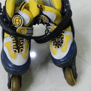 Size 4 Expandable Used Skate