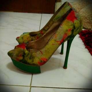 Sandal Heels Hijau Motif Bunga Kuning