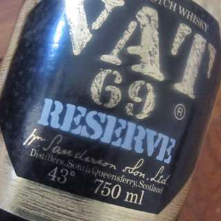 De Luxe Scotch Whiskey VAT 69 Reserve
