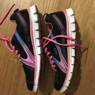 Sketchers Size 8 US Pink And Black