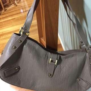 Annapelle Shoulder Bag