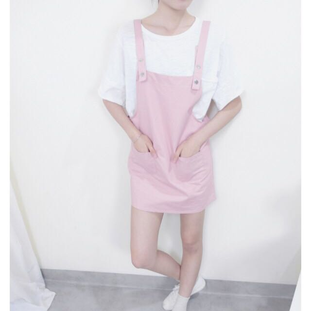淺粉色吊帶裙