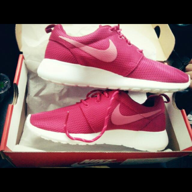 Authentic Nike Roshe run Fuchia