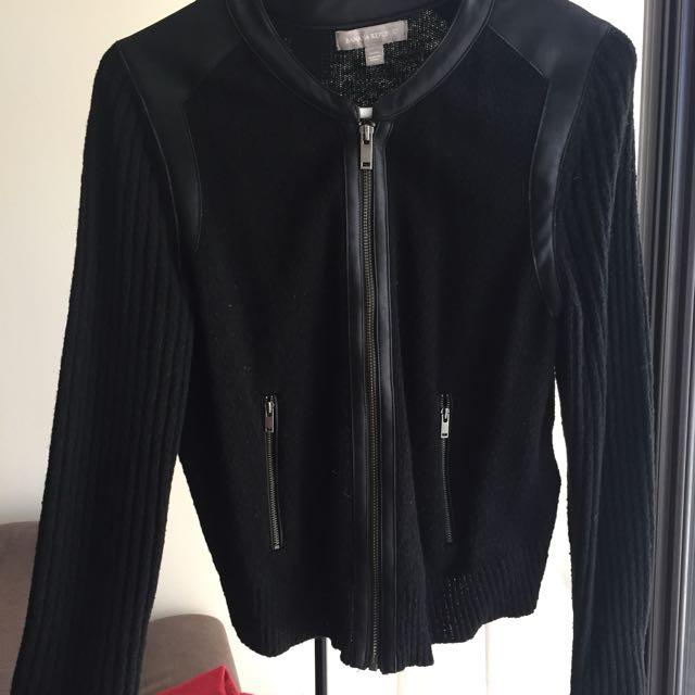 Banana Republic Sweater - Black Size Medium