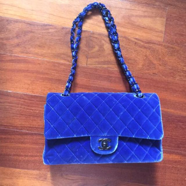 7da6f77eb4a5d2 Chanel blue velvet classic medium flap bag, Luxury, Bags & Wallets on  Carousell
