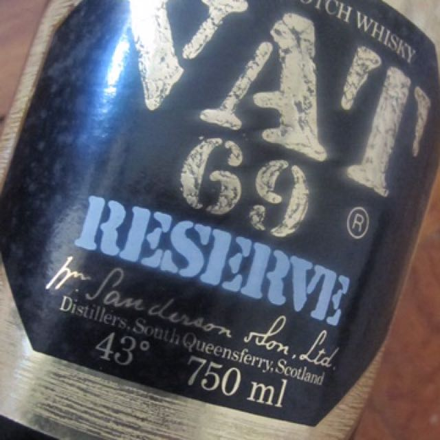 De Luxe Scotch Whiskey VAT 69 Reserve