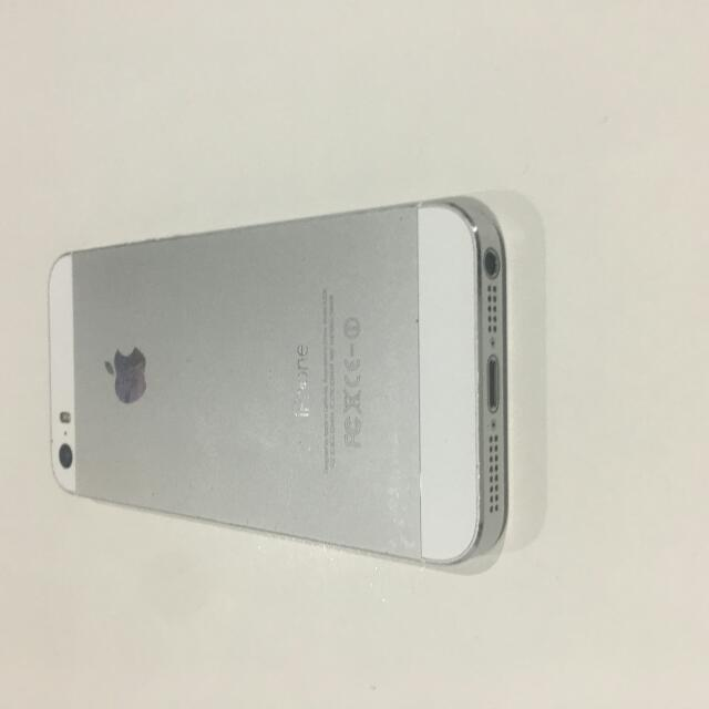 iPhone 5S Silver/White. With Warranty