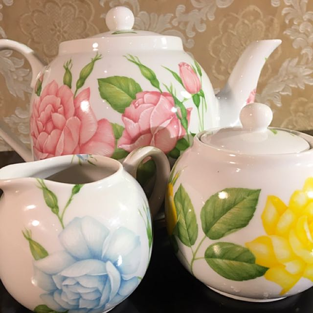 Italian Taitu Fine Bone China Tea Pot, Creamer And Sugar Bowl