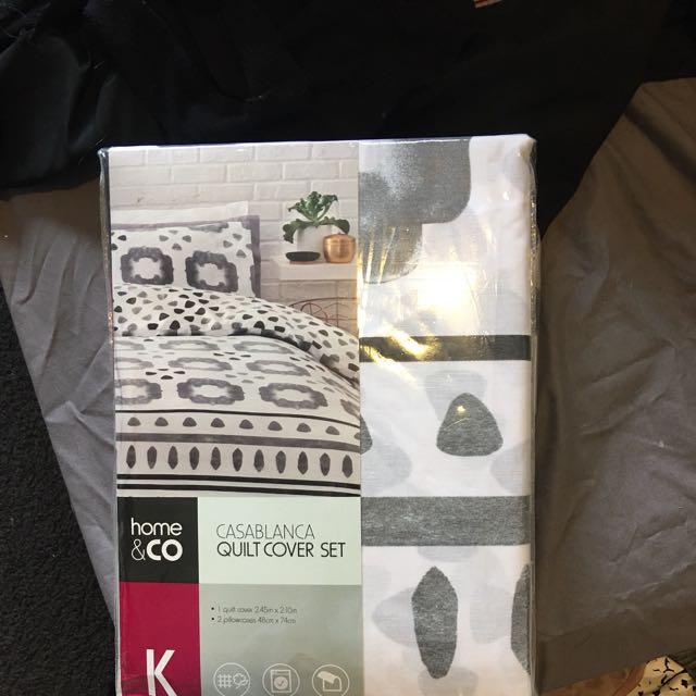 Kmart king Bed Set