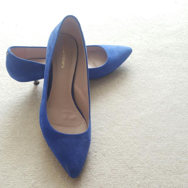 Leather high-heeled shoes