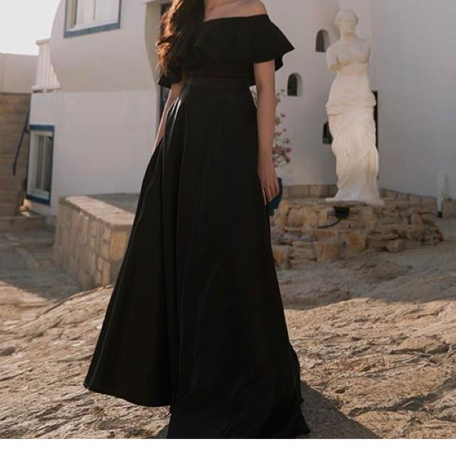 Looking For This Kind Of Gown