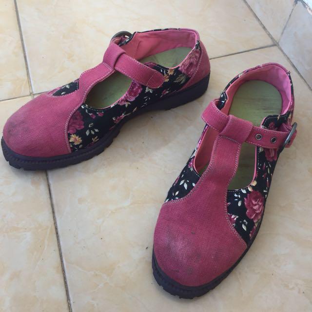 Sepatu Wanita Flame On Foot 40