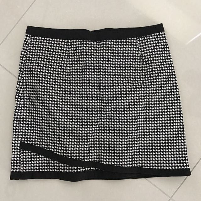 TEMT Black Checkered Skirt